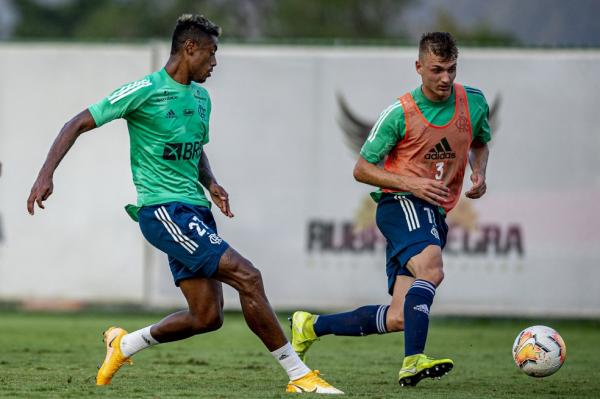 Bruno Henrique no treino do Flamengo. Atacante volta a ser relacionado.(Imagem:Marcelo Cortes/Flamengo)