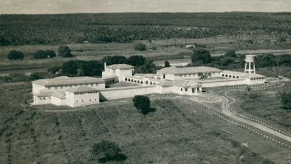 Sanatório Meduna, em Teresina, em imagem de 1954. Hoje, um shopping center ocupa parte da propriedade.(Imagem: TV Clube)