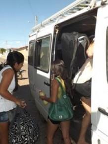Estudantes embarcando para fazer o Enem, no interior do PI.(Imagem:Alonso Gomes/Arquivo pessoal)