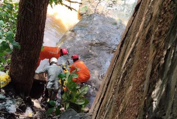 Homem cai de ponte em Floriano e é resgatado pelo Corpo de Bombeiros(Imagem:Reprodução)