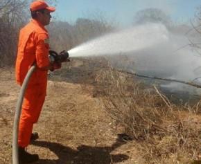 Incêndio é registrado em terreno no bairro Taboca, em Floriano.(Imagem:Jc24horas)