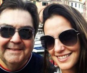 A mulher de Faustão, Luciana Cardoso, aproveitou o aniversário do apresentador, que comemorou 71 anos neste domingo (2), não só para homenageá-lo, mas também para declarar seu amor(Imagem:Reprodução)