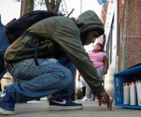 No final de semana, a família do rapper pediu orações para o artista. De acordo com a revista People, familiares de Earl Simmons, nome de batismo de DMX, também pediram respeito ne(Imagem:Reprodução)