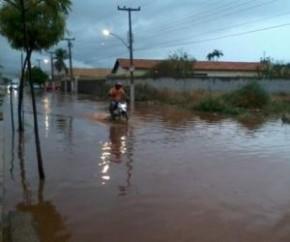 Polícia Militar retira famílias de áreas com risco de alagamento em Teresina.(Imagem:Divulgação)