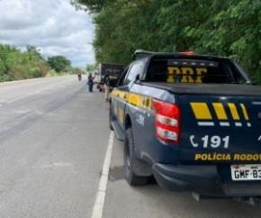 Um homem de 30 anos, que não teve seu nome informado, morreu na noite desse sábado (8) na BR-343, no município de Cocal de Telha. Segundo a Polícia Rodoviária Federal, ele conduzia(Imagem:Reprodução)