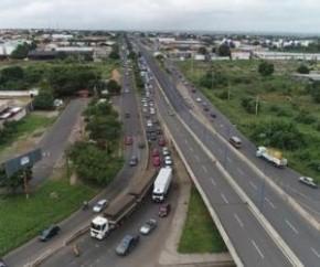 Viaduto da Miguel Rosa segue interditado e não há prazo para liberação.(Imagem:CidadeVerde.com)