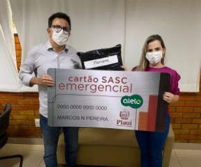 Foto: Secom Nesta quinta-feira (19), a secretária de Assistência Social, Francisca Rafaela, recebeu, em Teresina, um cartão simbólico do Programa Social