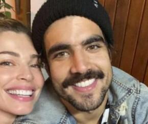 No início do mês, Caio publicou a primeira foto aos beijos com Grazi, com quem se relaciona desde setembro de 2019. Depois de fazerem uma viagem pelo mundo, eles passaram a quarent(Imagem:Reprodução)