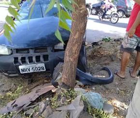 Metrô bate e arrasta carro em passagem de nível na capital.(Imagem:Cidadeverde.com)
