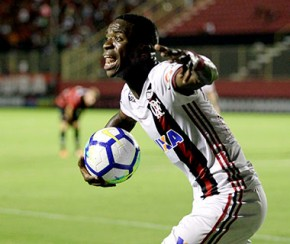 Vitória e Flamengo empatam com pênalti bizarro e gol em impedimento.(Imagem:Gazeta Esportiva)