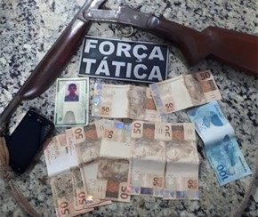 Homem é preso em ônibus intermunicipal com dinheiro falso.(Imagem:Força Tática)