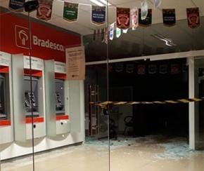 Quadrilha bloqueia rodovia e leva cofre de agência bancária em Altos.(Imagem:CidadeVerde.com)