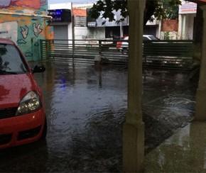 Chuva forte causa transtornos, danifica prédio da Semec e põe em alerta 56 áreas de risco.(Imagem:Cidadeverde.com)