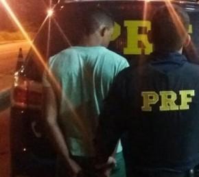 PRF prende dupla suspeita de roubos a motos no momento em que praticavam assalto.(Imagem:PRF)