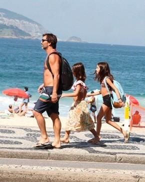 Aos 47 anos, Marcelo Faria ostenta boa forma em passeio no Leblon.(Imagem:AgNews)