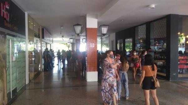Shoppings de Teresina reabrem com restrições, mas registram longas filas(Imagem:Reprodução)