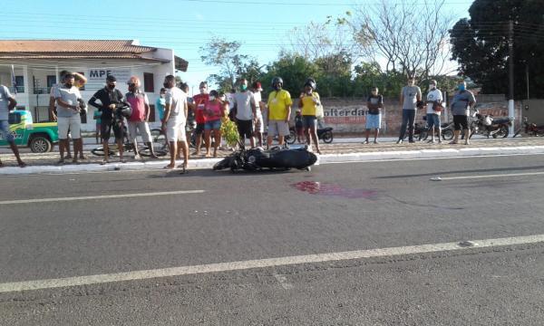 Acidente ocorreu na Avenida Senador Dirceu Arcoverde, em Floriano.(Imagem:FlorianoNews)