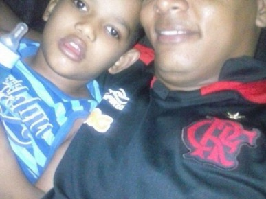 Adryan Robert com o pai Silvio Nascimento.(Imagem:Silvio Nascimento/Arquivo Pessoal)