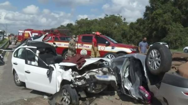 O carro do médico ficou totalmente destruido(Imagem:Reprodução)