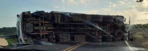 Acidente com caminhão na BR-230 que liga São João dos Patos à Barão de Grajaú(Imagem:Dario Rodrigues)
