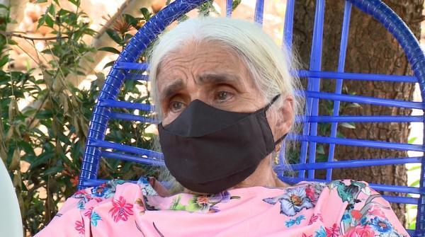 Dona Hermínia conta como foi a separação das filhas.(Imagem:Reprodução/TV Clube)