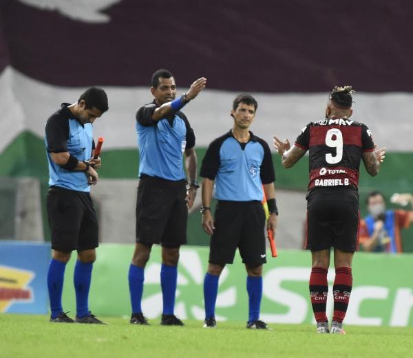 Gabigol reclama com a arbitragem, Fluminense x Flamengo.(Imagem:André Durão / GloboEsporte.com)