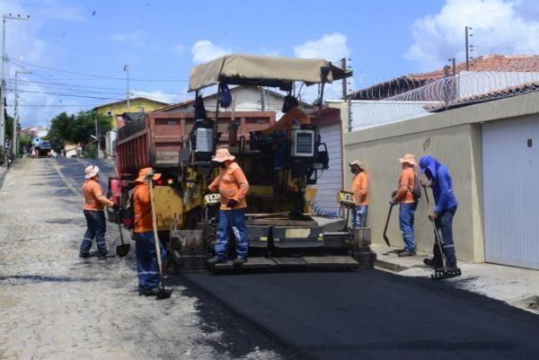 Na cidade, foram pavimentados cinco quilômetros de ruas com asfalto, permitindo criar novos corredores de tráfego.(Imagem:Secom)