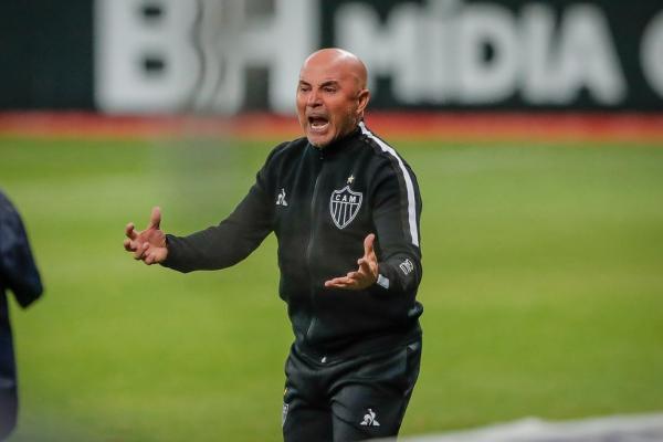Após Thiago Neves, Jorge Sampaoli cobra diretoria por salários em dia do elenco do Atlético-MG(Imagem:Reprodução)