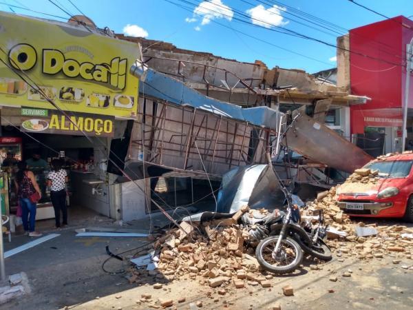 Fachadas de lojas desabam no centro de Floriano(Imagem:FlorianoNews)
