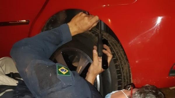 Polícia encontra R$ 54 mil em para-choque de carro e condutor é preso no Piauí.(Imagem:Divulgação/PRF-PI)