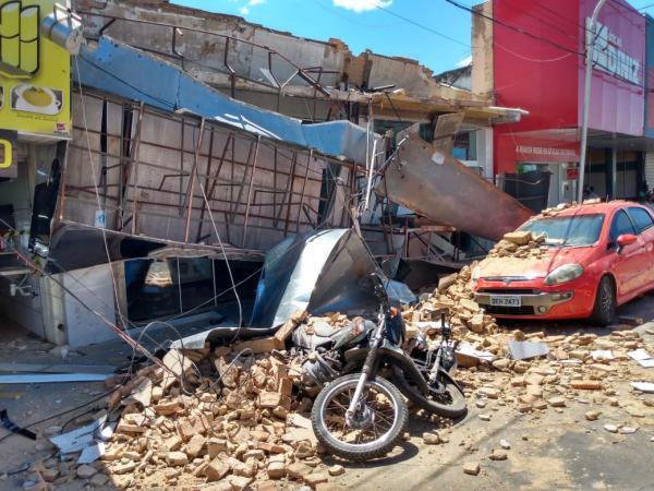 Fachada de loja desaba no centro de Floriano.(Imagem:FlorianoNews)
