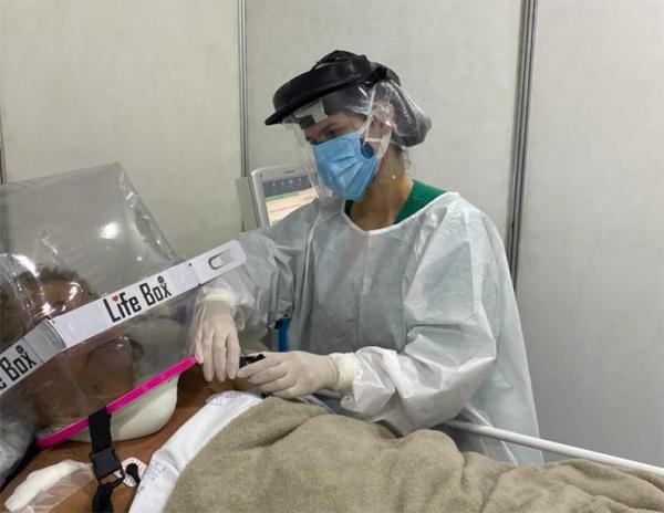 Covid: hospitais passam a usar capacete tipo bolha para evitar intubação de pacientes(Imagem:Reprodução)
