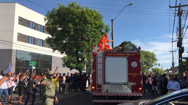 Cortejo em homenagem ao ex-prefeito Firmino Filho percorre todas as zonas de Teresina.(Imagem:Maria Romero/G1)