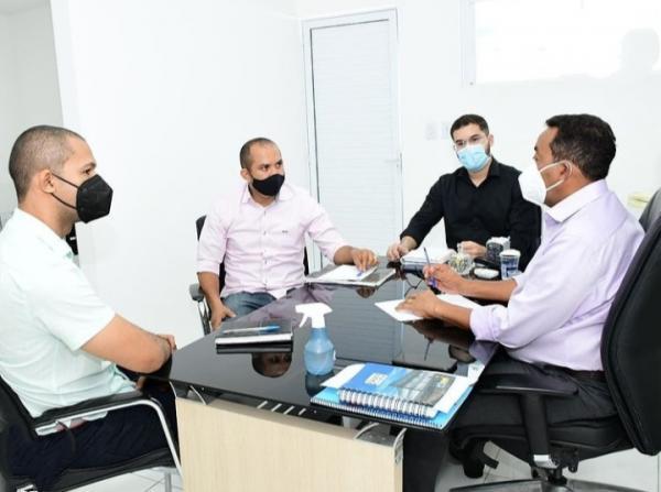 Prefeito reúne equipe para tratar sobre os investimentos na mobilidade urbana de Floriano(Imagem:Reprodução)