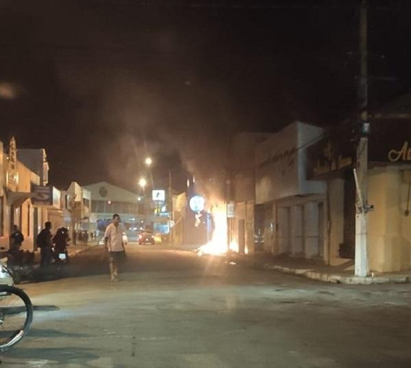 Incêndio destrói loja no centro de Floriano.(Imagem:Divulgação)