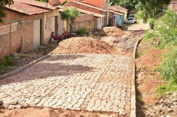Obras de pavimentação poliédrica seguem avançando em Floriano(Imagem:Reprodução)