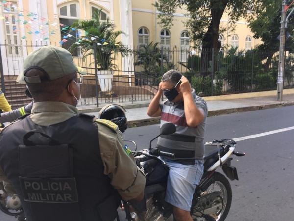 Barreiras em Teresina fazem busca ativa por casos suspeitos de Covid-19.(Imagem:Murilo Lucena/TV Clube)