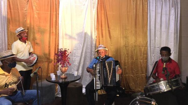 Sanfoneiros durante a live(Imagem:FlorianoNews)