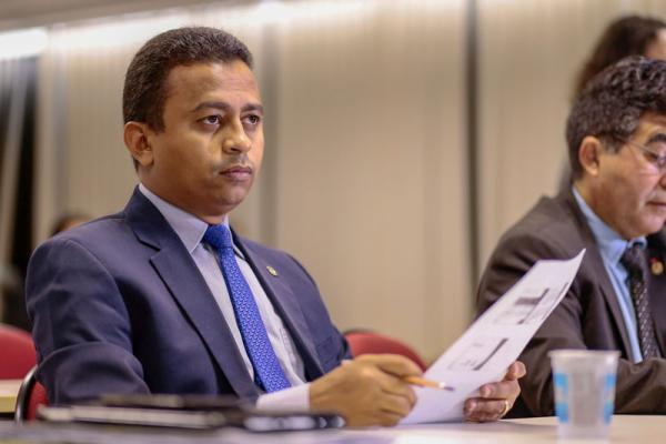 Deputado estadual Francisco Costa(Imagem:Roberta Aline/Cidadevede.com)
