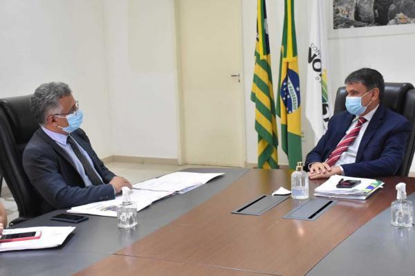 Governador Wellington Dias discute prioridades da carteira de investimentos da UESPI(Imagem:Reprodução)