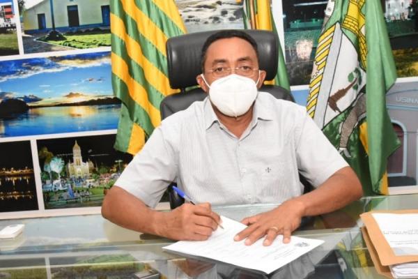 Joel assina ordem de serviço para conclusão de Policlínica de Floriano(Imagem:Reprodução)