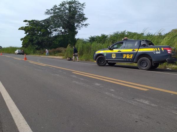 Homem morre após colisão entre carreta e moto em Patos do Piauí(Imagem:Aparecida Santana/TV Clube)