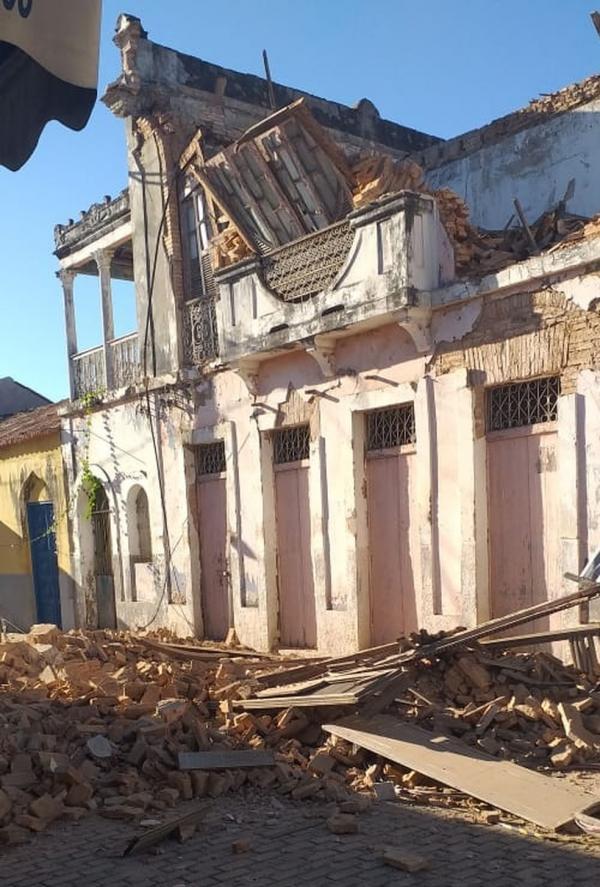 Casarão histórico de família desaba em Floriano, no Sul do Piauí.(Imagem:Reprodução)