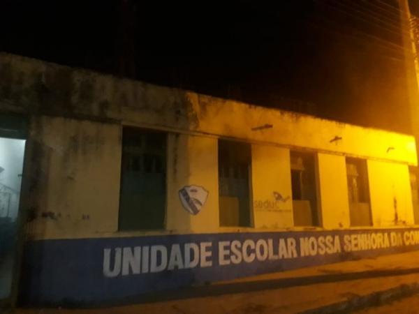 Foco de incêndio na Escola Nossa Senhora da Conceição aconteceu na madrugada desta segunda-feira (10).(Imagem:Francisco Sampaio/Arquivo pessoal)