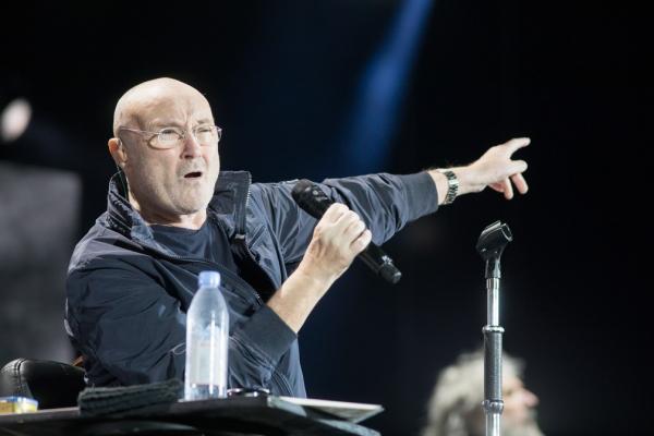 Canção de Phil Collins retorna à lista de mais tocadas após vídeo de adolescentes viralizar(Imagem:Divulgação)