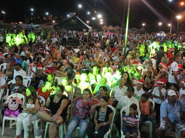 Centenas de pessoas acompanharam a festa de lançamento. (Imagem:Ellyo Teixeira/G1)