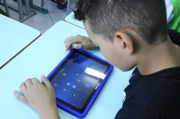 Campanha arrecada tablets para alunos utilizarem plataforma no PI(Imagem:Reprodução)