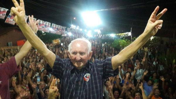 Alvo de mandado de prisão preventiva, prefeito de Itaueira permanece foragido.(Imagem:Reprodução/Facebook)