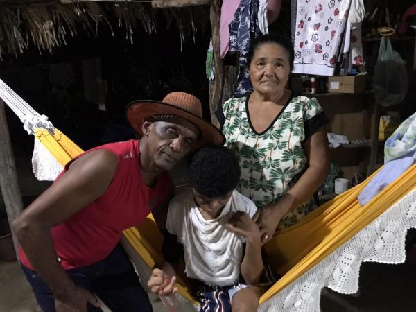 Fernanda e sua família(Imagem:FlorianoNews)