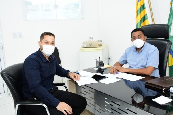 Secretário de Governo, Bento Viana e prefeito Joel Rodrigues(Imagem:SECOM)